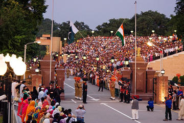 Amritsar Wagah Beating Retreat Border Ceremony and Dinner Experience